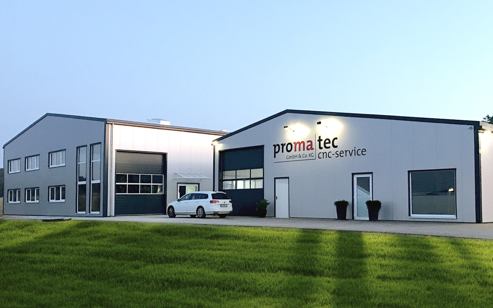 Neues Verwaltungsgebäude mit Werkstatt